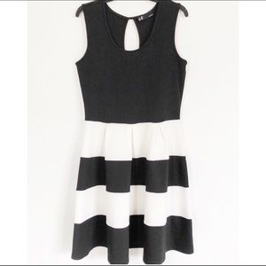 LESLIE FAY Striped Black/White Dress Size 14